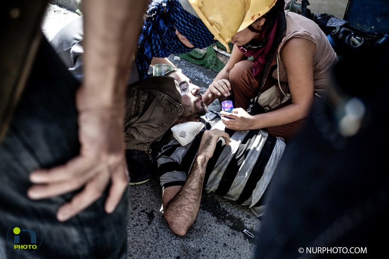 Intervention of the police force this morning in Taksim square.  Photo: Michael Bunel/NurPhoto