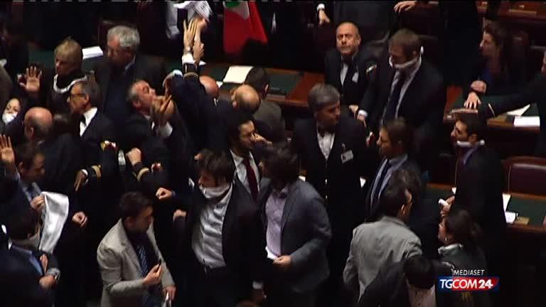 M5s allo scontro totale in parlamento oggi grillo a roma for Oggi in parlamento