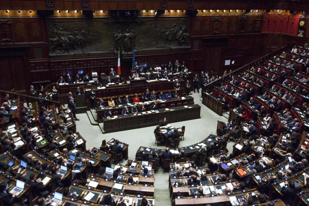 Camera arriva il taglio stipendi dei dipendenti l for Dipendenti camera dei deputati