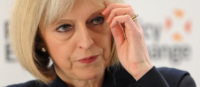 """Gran Bretagna, troppi stranieri: """"Entra solo chi ha un lavoro"""""""
