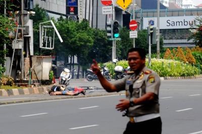 Indonesia, esplosioni nel centro di Giacarta