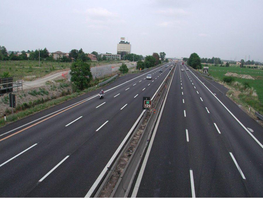 A24, tragedia sfiorata in autostrada: 29enne percorre 15 km contromano