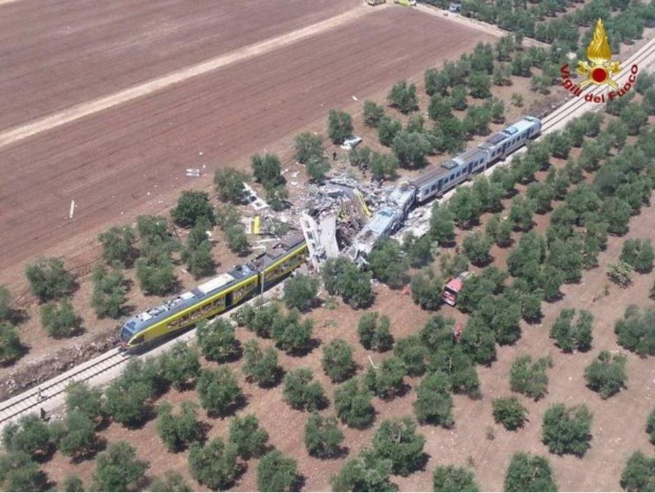 Puglia, scontro fra due treni: almeno 20 morti e 30 feriti