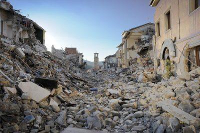 Terremoto: le foto simbolo del sisma