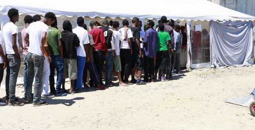 Parroco Gorino: migranti prendeteli a casa vostra, Papa pensi a sé